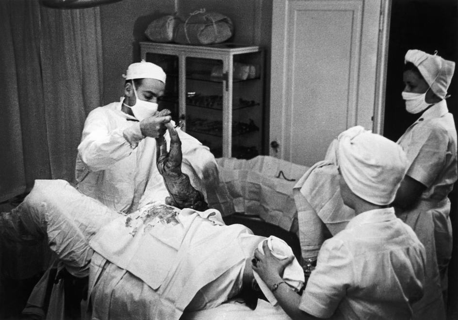 Доктор Цериани принимает роды