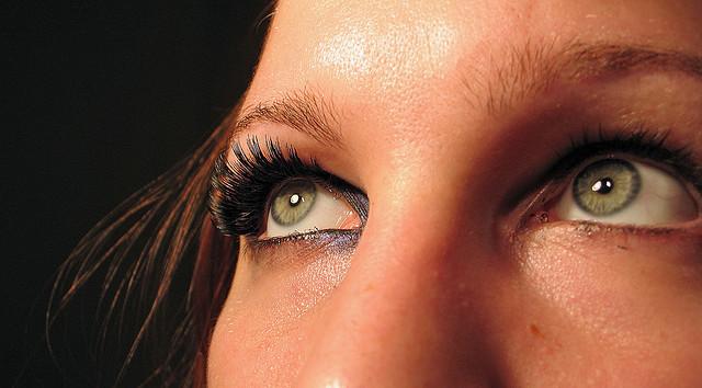 Как выбрать тушь для чувствительных глаз