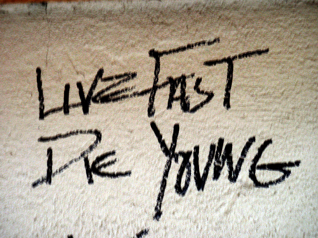 Живи быстро умри молодым